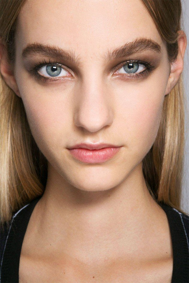 Roberto-Cavalli-makeup-beauty-spring-summer-2015-backstage-copper-smokey-eye-630x945